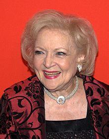 Betty White, atriz, 96 anos