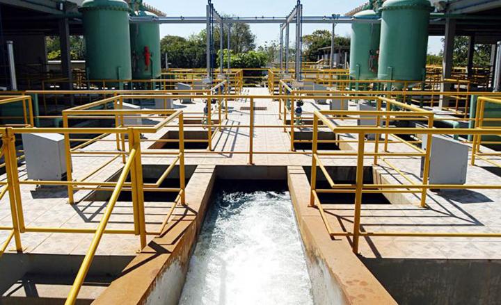 Saneamento espera por lei modernizante no Brasil. Estacao de tratamento de agua da SANEPAR