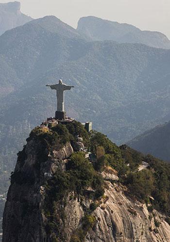 Cristo Redentor, atracao mundial no Rio de Janeiro, resiste a ventos de 250 km por hora