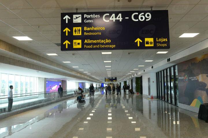 No Aeroporto do Galeão, Rio de Janeiro, pouco movimento e vacina preventiva nos trabalhadores