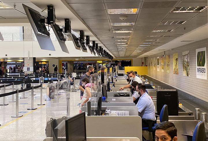 Menores de 16 anos podem obter autorizacao para viajar, via internet em 9 mil cartorios do Brasil