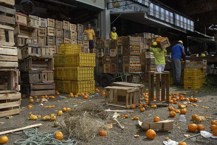 Uma lei vai beneficiar quem doar alimentos antes do prazo de validade, evitando fraudes, desperdicio