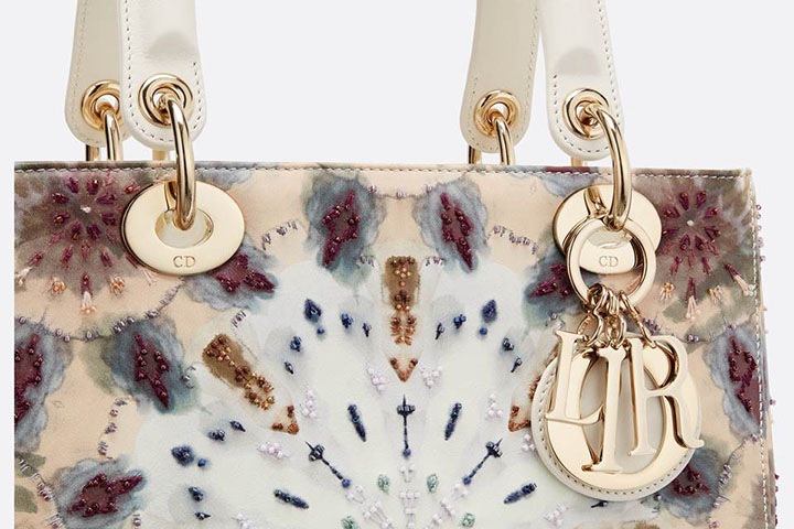 Esta bolsa Christian Dior projetada com requinte, foi sucesso durante as ultimas decadas.