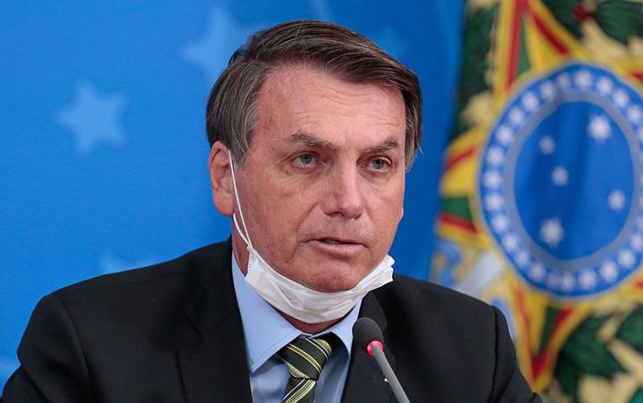 Presidente Jair Bolsonaro, isolado por coronavirus, sancionou marco legal do saneamento; um avanco.