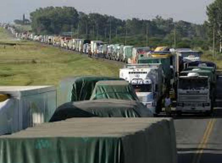 Caminhoneiros do Brasil ficam sem exame. Faltam laboratório e condições para realizar o serviço.