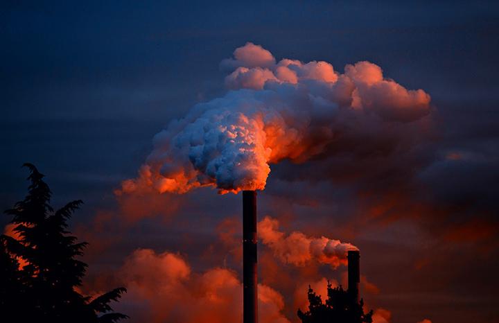 Gases das chamines e queima de combustiveis aquecem o clima e a Terra vira estufa. Foto Pexels.