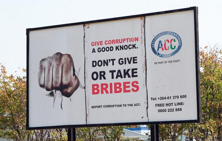Mal que rouba US$ 1 trilhao todo ano, a corrupcao deve ser combatida.