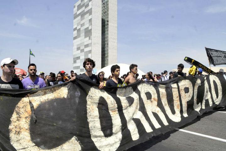 Corrupção ameaça economia mundial com prejuízo de US$ 3 trilhões. Brasil tem piores ameaças.