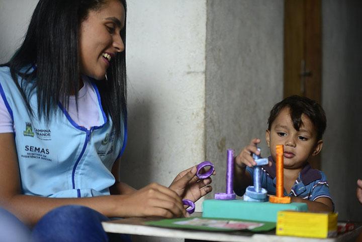 Cuidadores de familia tem a meta de chegar em mais de 4 mil municipios. Foto MinCid, Mauro Vieira
