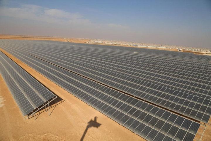 Investimentos em energia renovavel superaram combustiveis em 2018. Campo de refugiados de Zaatari.