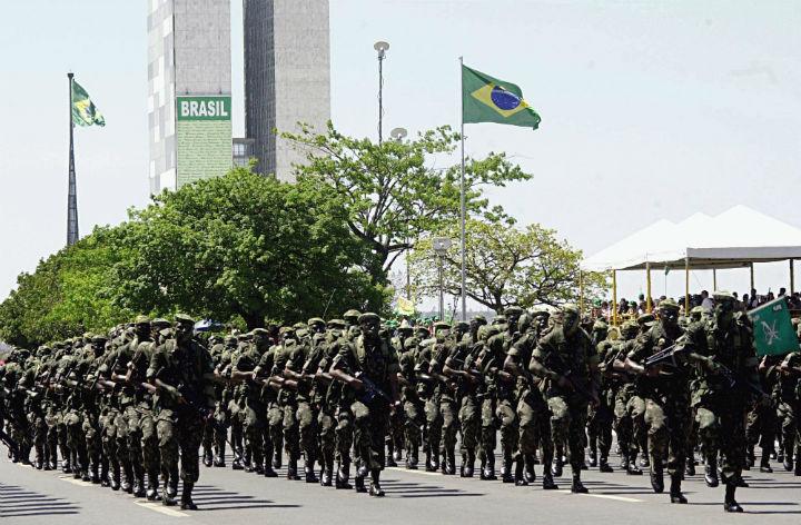 Exercito vai ajudar nas acoes de combate ao coronavirus pelo Brasil, anunciou o Presidente Bolsonaro