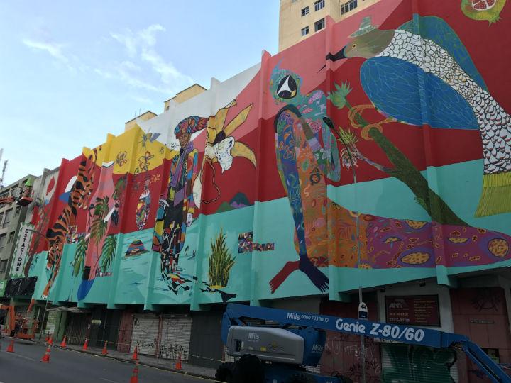 Painel no centro de Curitiba, surpreende moradores. Boa dose contra pichações. FOTO Moreira.