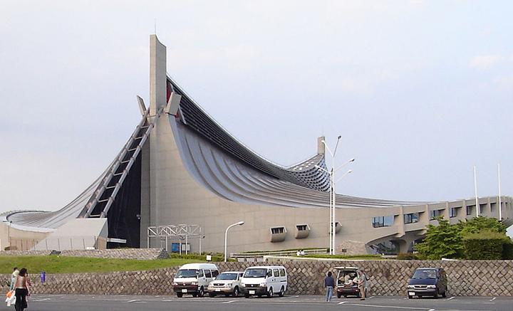 Yoyogi Gymnasium, um dos locais dos Jogos Olimpicos em Toquio. Tudo organizado. Poucos gastos extras