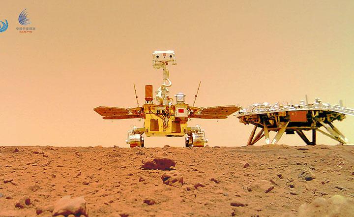 China esta em Marte com a sonda Tianwen-1. Primeiras imagens mostram o solo pedregoso. Foto CNSA.