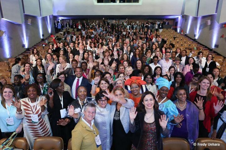 Mulheres ja tem boa participacao nas empresas, mas estao faltando na atividade politica