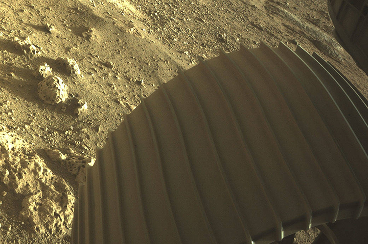 Esta a imagem impressionante de um close do solo de Marte, a primeira da Hazcams do Perseverce.