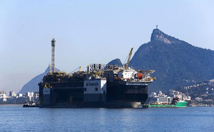 Eventuais multas por contrato, trocadas por investimentos como incentivo a producao de petroleo
