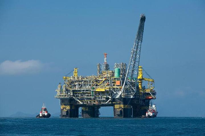 Brasil quer investir R$ 1 trilhao para elevar producao de petroleo a 7,5 milhoes de barris por dia