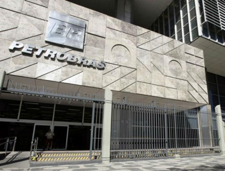 Alem de numeros melhores a cada mes, a Petrobras faz recorde na venda de diesel S-10: 437 mil barris