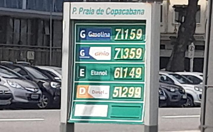 Litro de gasolina em posto de Copacabana, exagero no preco.Foto Jornalista Luiz Nunes Moreira Junior