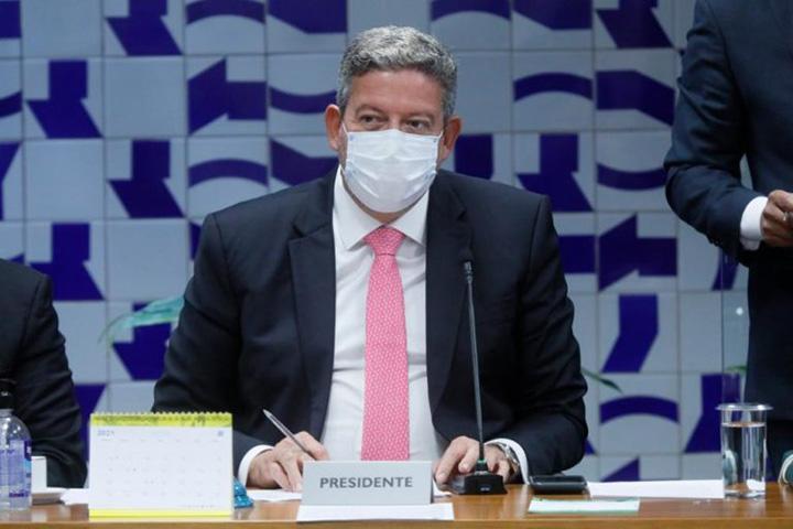 Presidente da Camara Arthur Lira quer explicacoes da Petrobras. Diz que ha exageros no preco do gas.