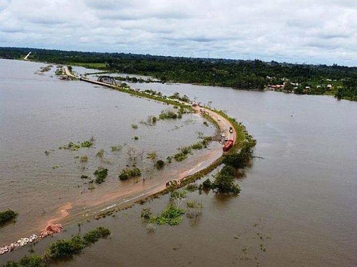 Industria espera investimentos em infraestrutura e Governo faz privatizacoes. BR-364 Acre-Rondonia.