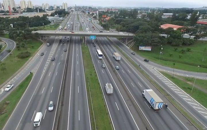 Menos de 15 anos apos revitalizacao, rodovia Presidente Dutra em leilao para nova ampliacao