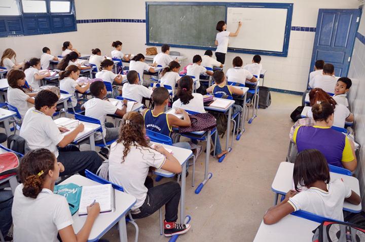 Escola brasileira segue várias linhas pedagógicas. Ajuda para matricular o filho. Foto SEED Sergipe.