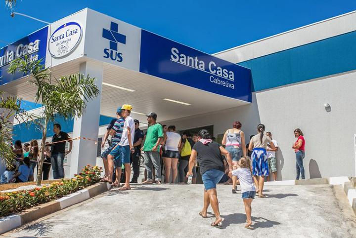Maior prestador de servicos ao SUS, as Santas Casas enfrentam dividas por falta de pagamento
