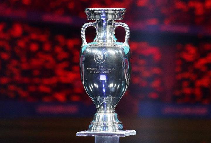 Dinheiro que rende a disputa da Taca UEFA, desuniu os clubes e os 12 melhores sairam do campeonato